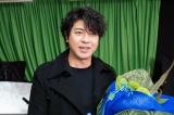 金曜8時のドラマ『執事 西園寺の名推理』西園寺の私服(!?)姿でクランクアップを迎えた上川隆也(C)テレビ東京