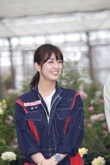映画『ブルーヘブンを君に』のロケ地・岐阜県大野町のバラ園で会見を行った柳ゆり菜