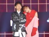 『Rakuten GirlsAward 2019 SPRING/SUMMER』に登場した(左から)TAKUYA∞、藤田ニコル (C)ORICON NewS inc.