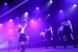 欅坂46の「黒い羊」を歌唱した山口真帆ら(C)AKS