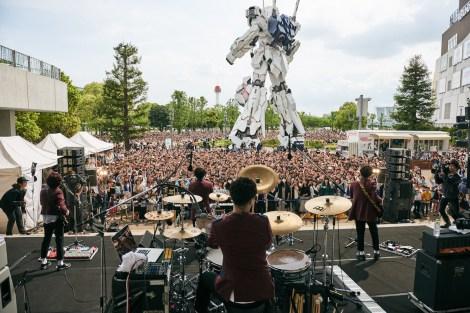 ユニコーンガンダムもビックリ!Official髭男dismのライブにファン5000人が集結 (c)Seiya Uehara