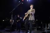 ドラマ『パーフェクトワールド』のスペシャルイベントで歌を披露した菅田将暉(C)カンテレ