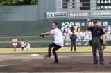 地元の熊本で初の始球式を行ったNESMITH (C)SoftBank HAWKS