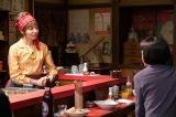 連続テレビ小説『なつぞら』第45回(5月22日放送)より。おでん屋「風車」の女将・岸川亜矢美(山口智子)(C)NHK