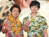 嵐の(左から)大野智、松本潤=JAL新特別塗装機「ARASHI HAWAII JET」お披露目会 (C)ORICON NewS inc.
