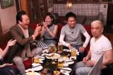 24日放送のバラエティー番組『ダウンタウンなう』の人気企画「本音でハシゴ酒」の模様(C)フジテレビ