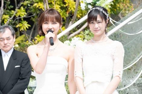 5月24日放送、ドラマ10『ミストレス〜女たちの秘密〜』第6話で結婚式を挙げる玲(篠田麻里子)とミナ(小篠恵奈)。スピーチはAKB48の総選挙のイメージで!?(C)NHK
