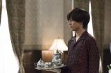 映画『うちの執事が言うことには』エンドロールのメイキングシーン ティーセットを持つ永瀬廉 (C)2019「うちの執事が言うことには」製作委員会