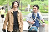 『インハンド』第7話より山下智久、濱田岳 (C)TBS