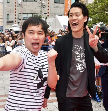 『第11回沖縄国際映画祭』レッドカーペットに登場し霜降り明星(せいや、粗品)