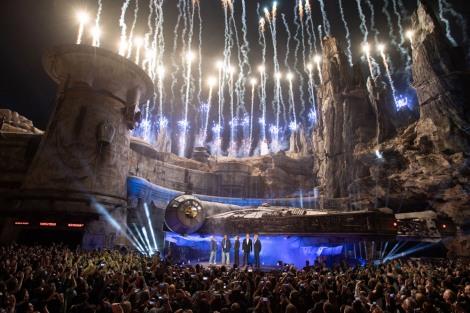 カリフォルニアのディズニーランド・パークで行われた『スター・ウォーズ:ギャラクシーズ・エッジ』のオープニング・セレモニー(C)Disney/Lucasfilm Ltd. (C) & TM Lucasfilm Ltd.