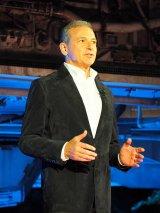 カリフォルニアのディズニーランド・パークで行われた『スター・ウォーズ:ギャラクシーズ・エッジ』のオープニング・セレモニーに登壇したウォルト・ディズニー・カンパニー会長兼CEOのボブ・アイガー (C)ORICON NewS inc.