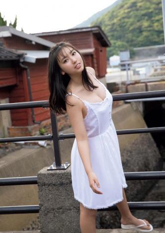 『週刊ヤングマガジン』第27号の表紙を飾った沢口愛華(C)西條彰仁 /ヤングマガジン