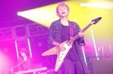 ポルノグラフィティ(新藤晴一)=『Amuse Fes in MAKUHARI 2019 〜恋とか愛とか〜』より Photo by 山川哲矢