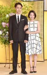 2020年前期朝ドラ『エール』で主演を務める窪田正孝(左)と妻役の二階堂ふみ (C)ORICON NewS inc.