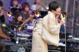 『日比谷音楽祭』2日目の「Hibiya Dream Session 2」にサプライズ登場した椎名林檎(6月2日=日比谷野外音楽堂)