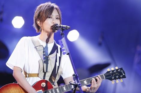 『日比谷音楽祭』1日目の「Hibiya Dream Session 1」に出演した山本彩(6月1日=日比谷野外音楽堂)