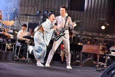 『日比谷音楽祭』1日目の「Hibiya Dream Session 1」に出演した、石川さゆりと布袋寅泰(6月1日=日比谷野外音楽堂)