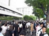 東京地裁前には抽選券を求めて多くのファンが駆けつけた (C)ORICON NewS inc.