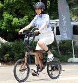 自転車に乗るのん=『次世代プレミアムe-Bike BESV 2019年新モデル』発売記念イベント