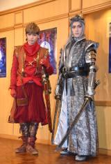 舞台『錆色のアーマ−繋ぐ−』の初日会見に出席した(左から)佐藤大樹、増田俊樹 (C)ORICON NewS inc.