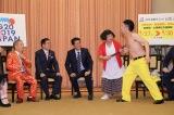 首相官邸でネタを披露したすっちー&吉田裕