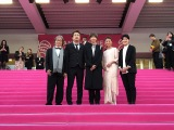 19年4月に開催された国際ドラマの祭典『カンヌシリーズ』のピンクカーペットの様子