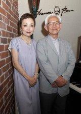 原作者の宮本英司さん(右)とクミコ