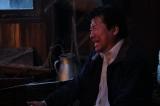 8日放送『世にも奇妙な物語 '19雨の特別編』のストーリーテラーパートに出演する佐藤二朗 (C)フジテレビ