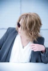 オーケストラ・ライブを控えるKAMIJO(Versailles)。