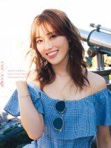 欅坂46守屋茜1st写真集『潜在意識』Loppi・HMV版表紙(撮影/桑島智輝)