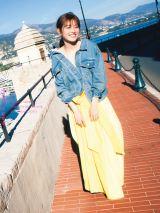 欅坂46守屋茜1st写真集『潜在意識』楽天BOOKS版表紙(撮影/桑島智輝)