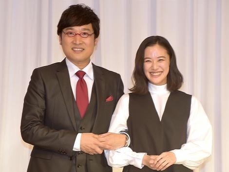 サムネイル 結婚会見を行った南海キャンディーズの山里亮太&蒼井優 (C)ORICON NewS inc.