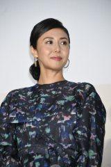 映画『町田くんの世界』公開記念舞台あいさつに出席した松嶋菜々子