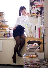『週刊ヤングマガジン』第28号に登場した上坂すみれ(C) 蘇募ロウ+大江麻貴 /ヤングマガジン