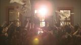 大河ドラマ『いだてん〜東京オリムピック噺(ばなし)〜』第22回より。まるでドラクロワの「民衆を導く自由の女神」(C)NHK