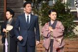 大河ドラマ『いだてん〜東京オリムピック噺(ばなし)〜』第22回より。テニスの試合を見ている四三(中村勘九郎)とシマ(杉咲花)(C)NHK