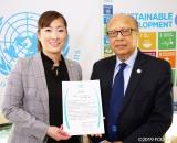 「SDGs」の推進活動が評価された(左)佐伯真唯子氏