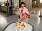 6月11日が誕生日の沢口靖子を『科捜研の女』のキャスト・スタッフみんなでお祝いした (C)ORICON NewS inc.