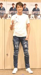 『音楽活動30周年記年シングル』発売記念のミニライブ&サイン会を開催した吉田栄作 (C)ORICON NewS inc.