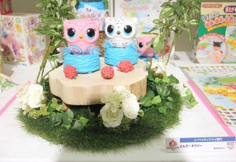 『東京おもちゃショー2019』授賞式でイノベイティブ・トイ部門に受賞した『とんで!オウシー』 (C)ORICON NewS inc.