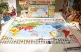 『東京おもちゃショー2019』授賞式でイノベイティブ・トイ部門の大賞に授賞した『スイスイおえかき 答えがでてくるポスター世界地図&国旗』(パイロットインキ) (C)ORICON NewS inc.
