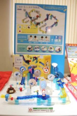 『東京おもちゃショー2019』授賞式でエデュケーショナル・トイ部門に授賞した『ころがスイッチ ドラえもんシリーズ』(バンダイ) (C)ORICON NewS inc.