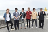 『KAT-TUNの世界一タメになる旅+』が『NEWSな2人』とコラボ (左から)KAT-TUNの上田竜也、中丸雄一、亀梨和也、NEWSの小山慶一郎、加藤シゲアキとカンニング竹山 (C)TBS