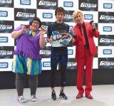 アクロバットRC『ギガストリーム』(タカラトミー)のお披露目イベントに出席した(左から)安藤なつ、藤光謙司、カズレーザー (C)ORICON NewS inc.