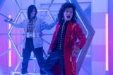 アドリブの掛け合いになったコント「わたしを変えて!」(C)NHK