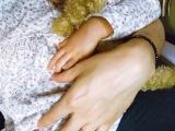 不安げにする長女を抱く水嶋ヒロ (写真は水嶋ヒロ公式ブログより)