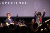『FENDER CUSTOM SHOP EXPERIENCE』のトークイベント&一夜限りのスペシャルライブに登場した(左から)INORAN、Ken