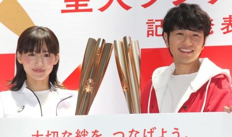 『日本生命 東京2020』オリンピック聖火ランナー募集記者発表会に出席した(左から)綾瀬はるか、北川悠仁 (C)ORICON NewS inc.