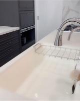 天板を水晶で作ったキッチン、価格は700万円以上 (写真はインスタグラムより、事務所許諾済み)